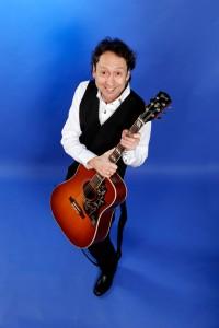 Prøv ældreunderholdning med Bertel - guitarKAJ