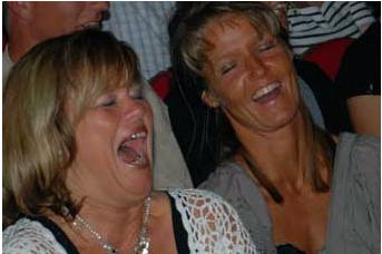 Underholdning til fest og de skriger af grin.