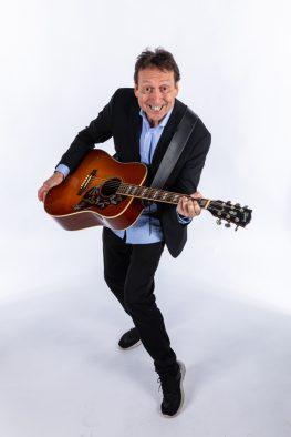 Bertel - guitarKAJ laver underholdning til fest